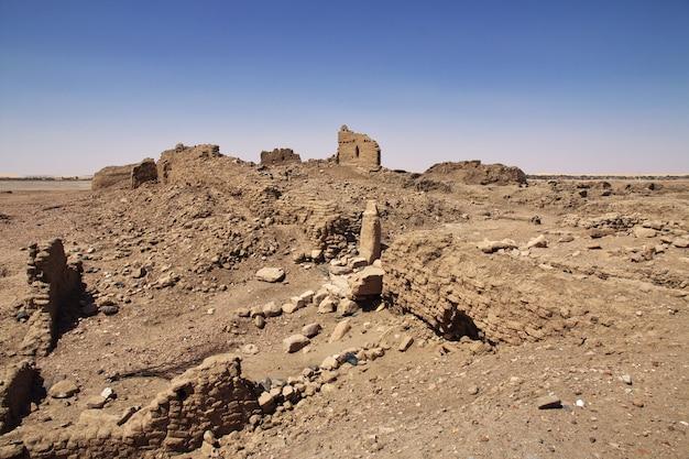 Ruïnes van oude egyptische tempel op sai-eiland, soedan