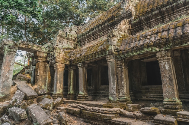 Ruïnes van verlaten tempel in angkor wat