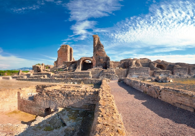 Ruïnes van villa dei quintili. romeins landschap op appia way in rome