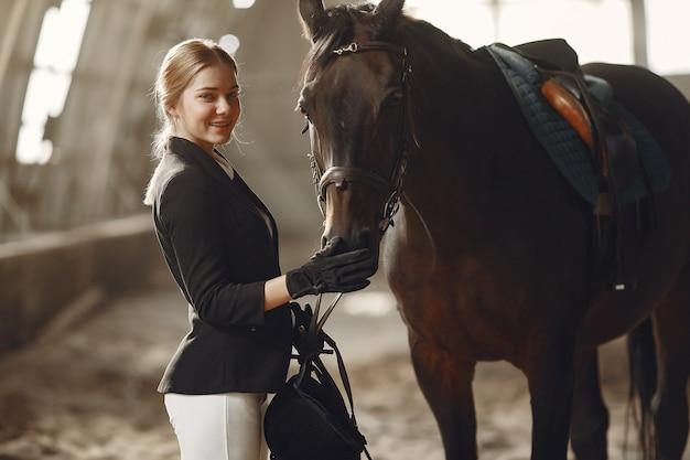 Ruiter traint met het paard