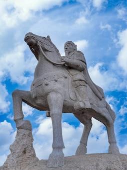 Ruiterstandbeeld bij het natuurpark van fenghuangling van peking in china