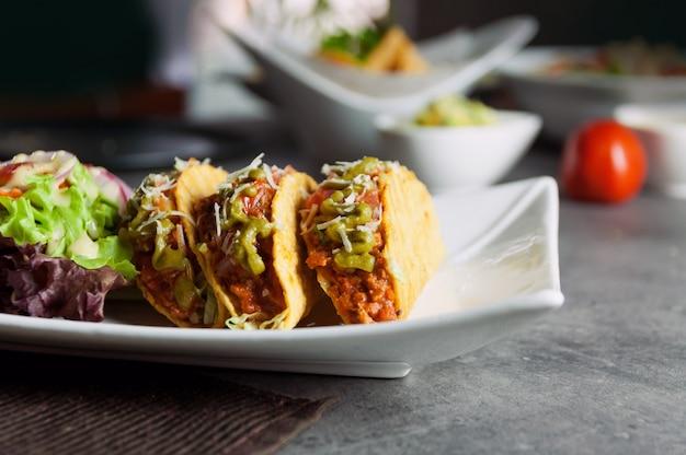 Rundergehakt tacos schelpen met salade