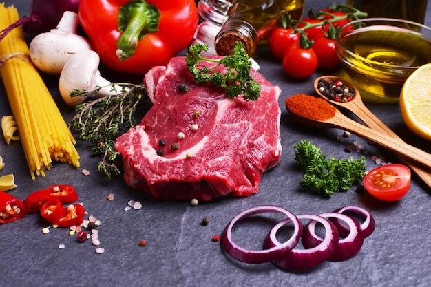 Rundvlees met kruiden en groenten