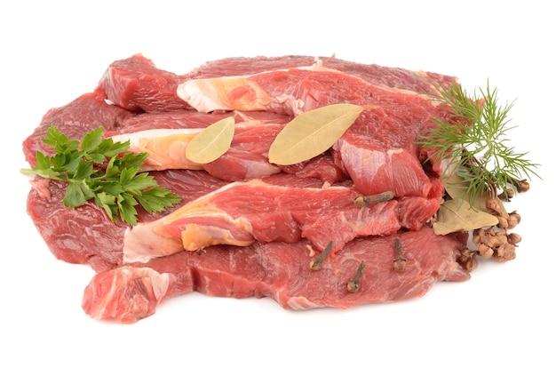 Rundvlees met kruiden op wit
