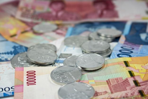 Rupiah-de muntstukken stapelen macro dicht omhoogbetalingsgeld