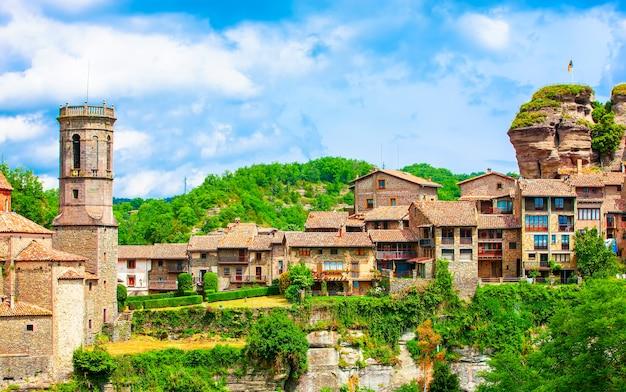 Rupit i pruit - middeleeuws catalaans dorp in de subregio van de collsacabra, spanje