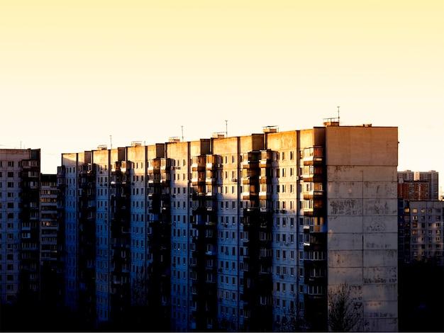 Russische gebouwen: achtergrond van de voorsteden van de stad