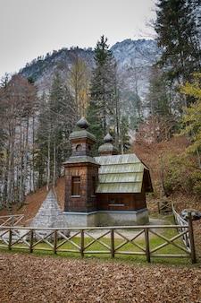 Russische kapel, houten gebouw in sloveense alpen