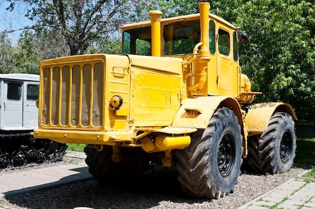Russische tractor k-700