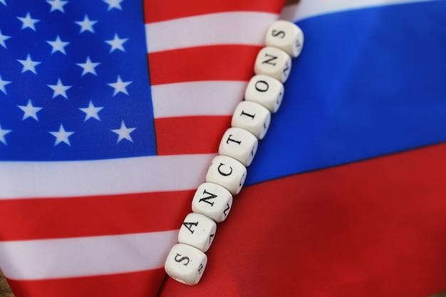 Russische usa vlag sancties houten letters op hen