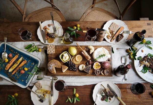 Rustiek diner met kaasplateau