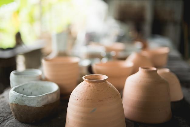 Rustieke handgemaakte keramische klei bruine terracotta kopjes