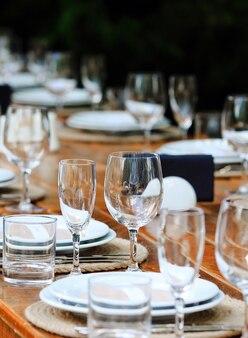 Rustieke stijl bruiloft of verjaardag tafel instellingen.