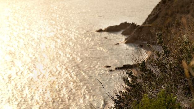 Rustig uitzicht op natuurlijke hulpbronnen van de zee