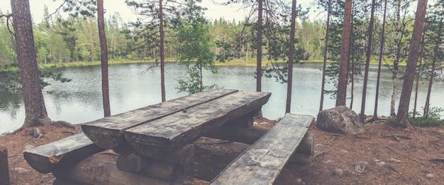 Rustplaats op trekkingroute kleine beerronde, finland. oulanka nationaal park