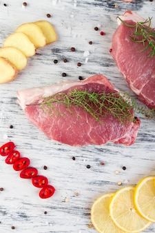 Ruw varkensvleesvlees met kruidingrediënt