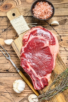 Ruwe angus biefstuk steaks filet gekruid bovenaanzicht