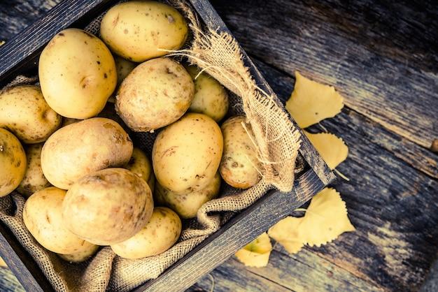 Ruwe biologische aardappelen