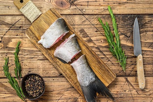 Ruwe gesneden vissen zilveren karper