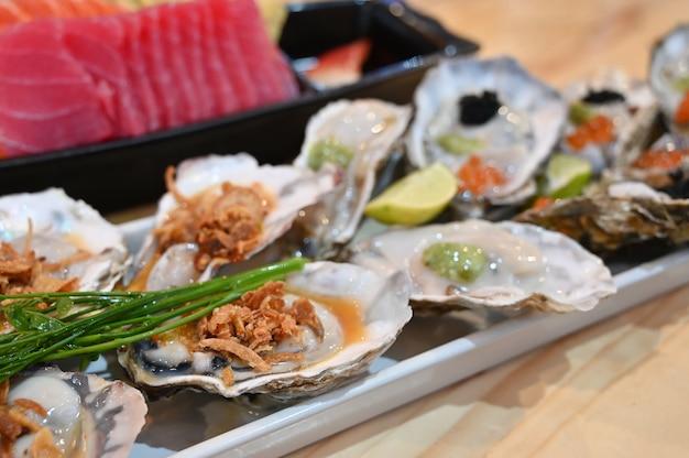 Ruwe oester met kruidige salade thaise stijl