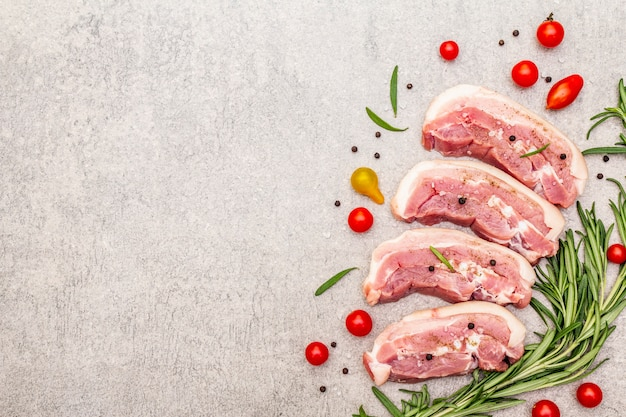 Ruwe varkensbuik met schil, peritoneumvlees