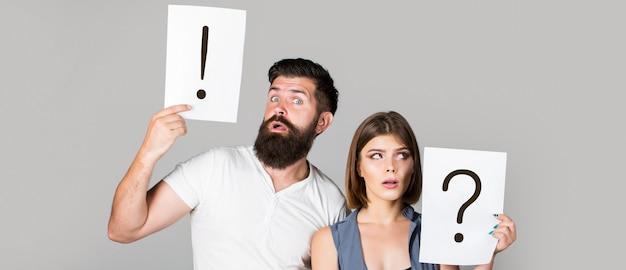 Ruzie tussen twee mensen peinzende man en een bedachtzame vrouw. echtgenoot en vrouw praten niet terwijl ze ruzie hebben