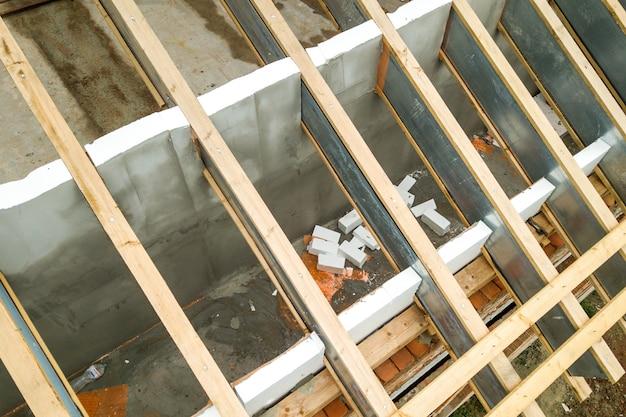 Rvs dakconstructie in aanbouw