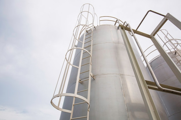 Rvs silotrap in de chemische industrie.