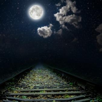 's nachts een spoorlijn