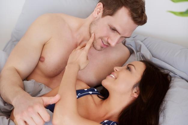 's ochtends flirten in bed