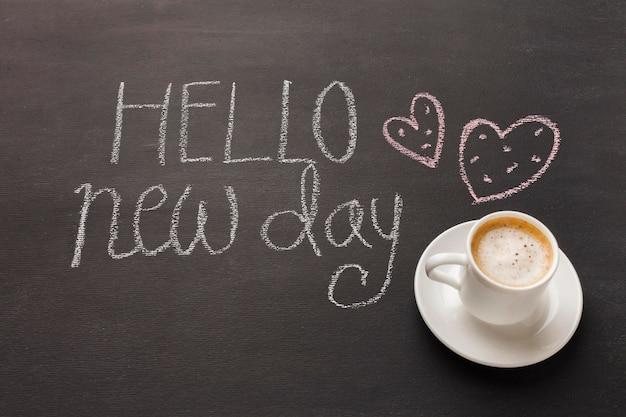 's ochtends koffie op tafel