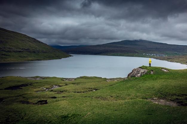Sã¸rvã¡gsvatn uitzicht op het meer