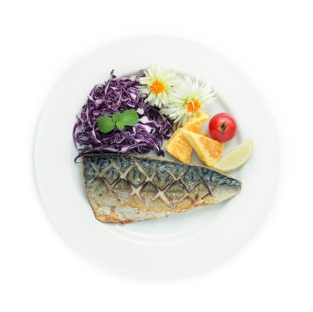 Saba shioyaki gegrilde vis met zout geserveerd met zoet ei