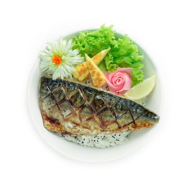 Saba teriyaki don gegrilde vis geserveerd met rijst
