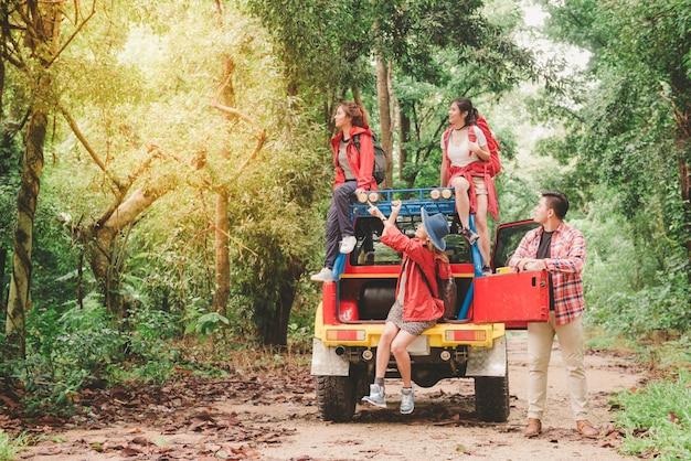 Safari casual hipster kamperen van de ochtend