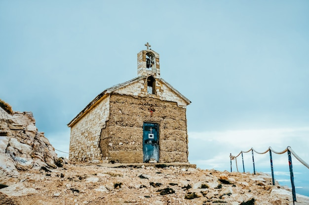 Saint george church in biokovo-berg, kroatië