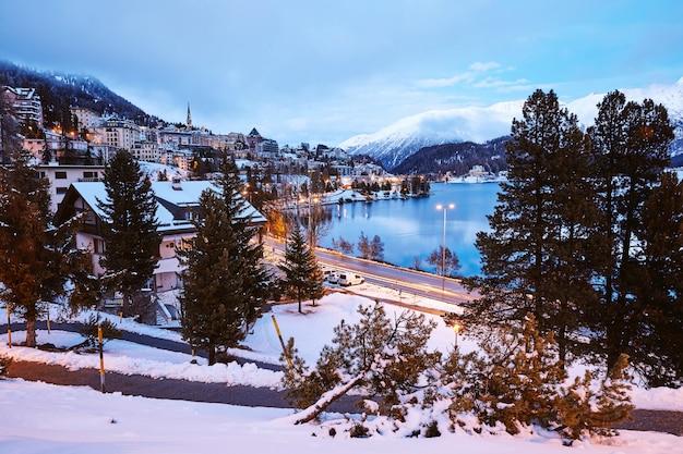 Saint moritz stad in winterseizoen