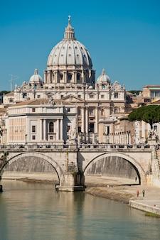 Saint peter gezien vanaf de tiber