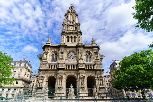 Sainte-trinité of de église de la sainte-trinité in het frans worden gerenoveerd in parijs