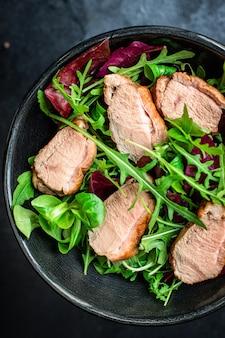 Salade eendenborstmix groene slablaadjes snack portie