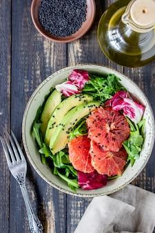 Salade met avocado en grapefruit