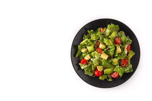 Salade met avocado, sla, tomaat, lijnzaad geïsoleerd op witte achtergrond bovenaanzicht kopie ruimte