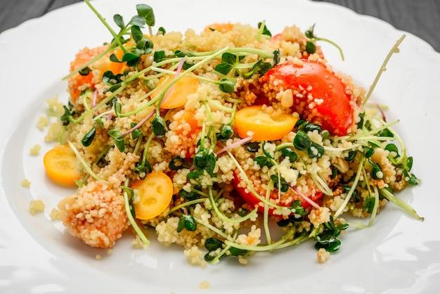 Salade met bulgur en groenten