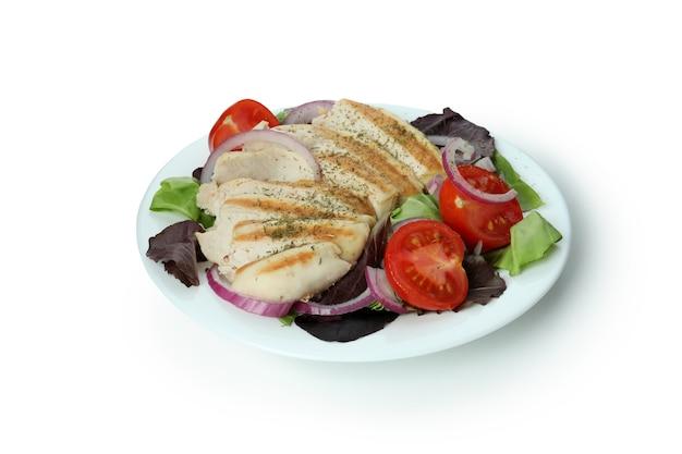 Salade met gegrilde kip geïsoleerd op witte achtergrond