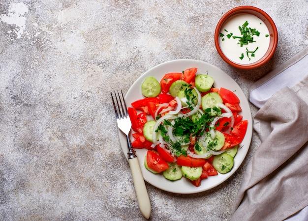 Salade met komkommer en tomaat