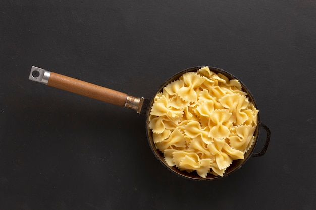 Salade, pastasalade, italiaanse worst, penne pasta,