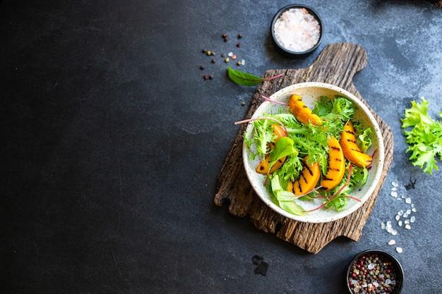 Salade perzik gegrilde sla bladeren mix nectarine