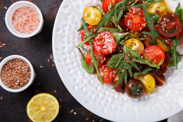 Salade van vers. snack op zomerfeesten.