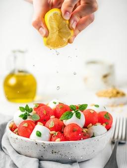 Salade van watermeloen en mozzarella