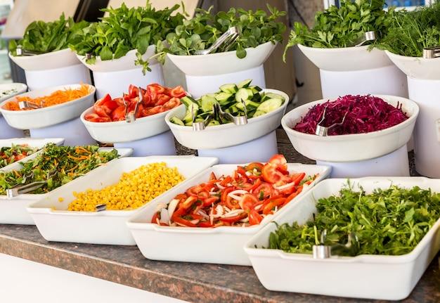 Salades in een buffet